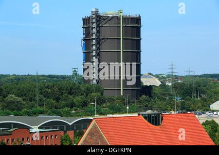 Industriedenkmal und Ausstellungshalle Gasometer in Oberhausen-Neue Mitte, Ruhrgebiet, Nordrhein-Westfalen - Stock Photo