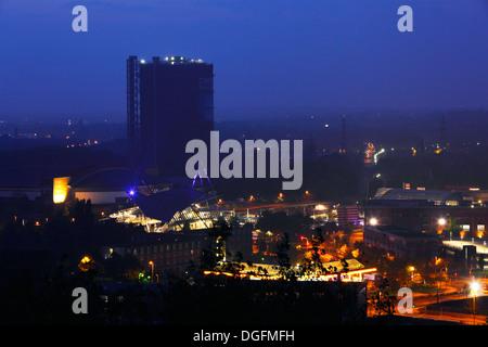 Nachtaufnahme, Einkaufszentrum Centro und Gasometer in Oberhausen-Neue Mitte, Ruhrgebiet, Nordrhein-Westfalen - Stock Photo