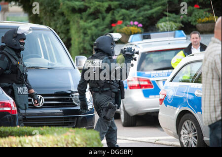 German SWAT team arresting a man who threatened his wife with a gun, Leinfelden-Echterdingen, Baden-Wuerttemberg - Stock Photo