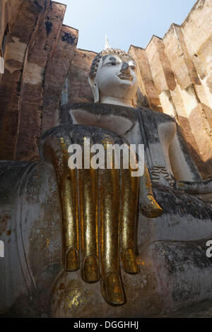 Gold-plated hand of the Seated Buddha statue of Phra Achana in Wat Si Chum Temple, Mueang Kao, Sukhothai Provinz
