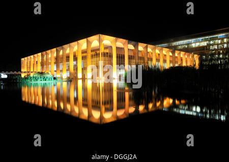 Ministry of Foreign Affairs, Palacio Itamaraty, at night, architect Oscar Niemeyer, Brasilia, Distrito Federal - Stock Photo