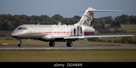 Vista Jet Bombardier BD-700 Global Express OE-LGX departing London-Luton Airport LTN - Stock Photo
