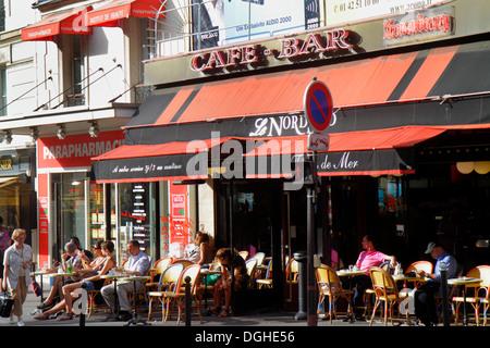 People eating out at the restaurants of le suquet cannes for Restaurant le miroir paris 18