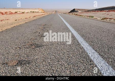 Paved country road in Western Sahara, towards Mauritania, Oued Ed-Dahab-Lagouira region, Morocco - Stock Photo