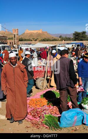 Busy weekly market in Agdz, Draâtal, Agdz, Souss-Massa-Draâ region, Morocco - Stock Photo
