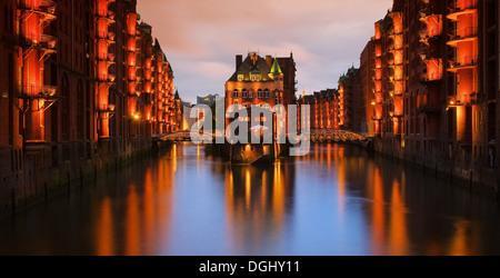 Hamburg Speicherstadt Wasserschloss Nacht - Hamburg city of warehouses palace at night 04 - Stock Photo