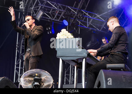 Singer Theo Hutchcraft and pianist Adam Anderson from the British synth-pop band Hurts performing live at Heitere - Stock Photo