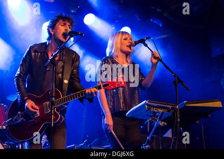 Roeland Vandemoortele and Eva Buytaert from the Belgian indie-rock-electro-guitar-duo Too Tangled performing live - Stock Photo