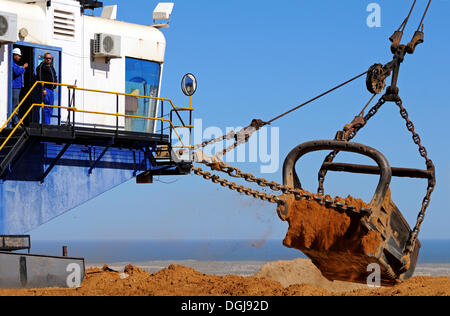 Dragline excavator operating, De Beers diamond mine, Kleinzee, South Africa, Africa - Stock Photo