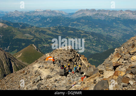 Alpinists during the ascent of Mont Blanc along the regular route via Gouter Hut, information tent at about 3100 - Stock Photo