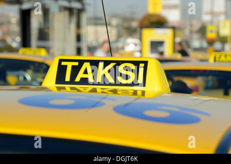 Taxis at the ferry terminal, Eminönü, Istanbul, European side, Istanbul Province, Turkey, European side - Stock Photo