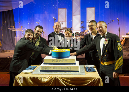 From left to right, retired Navy SEAL Lt. Jason Redman, country music singer Mark Wills, Chief of Naval Operations (CNO) Adm. Jonathan Greenert, the two youngest Sailors in attendance and Master Chief Petty Officer of the Navy Mike Stevens cut a birthday
