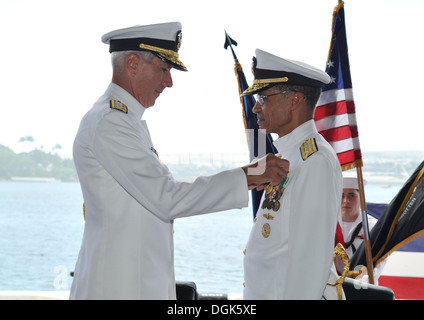 Adm. Samuel J. Locklear III, commander of U.S. Pacific command, pins the Distinguished Service Medal on Adm. Cecil - Stock Photo