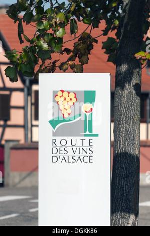 Elk213-1666v France, Alsace, Obernai, Route des Vins sign - Stock Photo