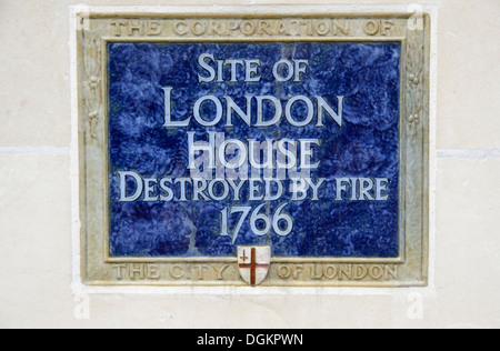 Blue plaque marking the site of London House in Aldersgate Street. - Stock Photo