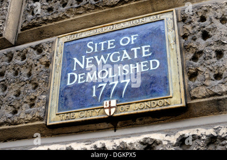 Blue plaque marking the site of Newgate in Newgate Street. - Stock Photo