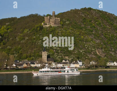 Maus castle above the Rhine River and the Loreley pleasure boat, St. Goarshausen, Wellmich district, Upper Middle - Stock Photo