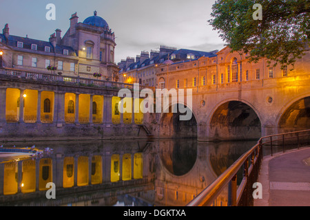 A view of Pulteney bridge over the River Avon at dusk. - Stock Photo