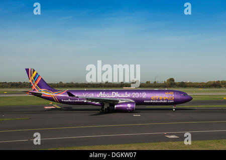 Aircraft of Etihad Airways with the slogan 'Visit Abu Dhabi', Etihad A6-AFA, on the runway, Duesseldorf International - Stock Photo