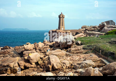 Lighthouse and rocks at the Sentier des Douaniers hiking trail, Ploumanac'h, Côte de Granit Rose, Brittany, France, - Stock Photo
