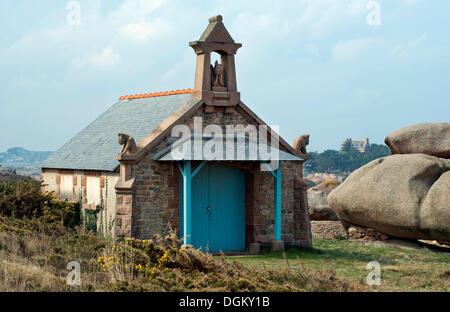 Chapel of St. Guirec between rocks, Sentier des Douaniers hiking trail, Ploumanac'h, Côte de Granit Rose, Brittany, - Stock Photo