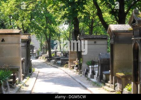 Alley in the Cimetière du Père Lachaise Cemetery, Paris, France, Europe, PublicGround - Stock Photo