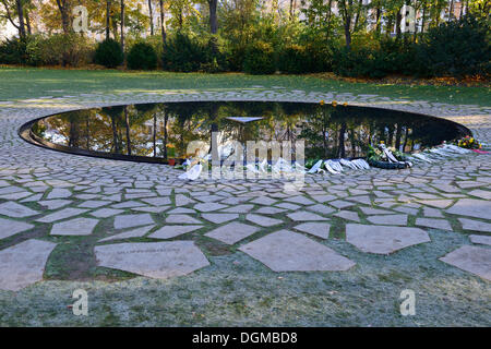 Newly opened Memorial to the Sinti and Roma murdered by the Nazis, Berlin Zoo - Stock Photo