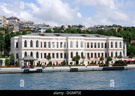 Four Seasons Hotel, Besiktas, Bosphorus, Bogazici, European bank of Istanbul, Turkey - Stock Photo