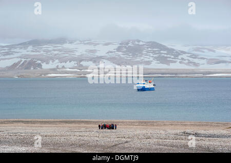 Passengers of the expedition cruise ship, MS Quest, hiking across the Arctic ice desert, Zorgdragerfjorden, Prins - Stock Photo