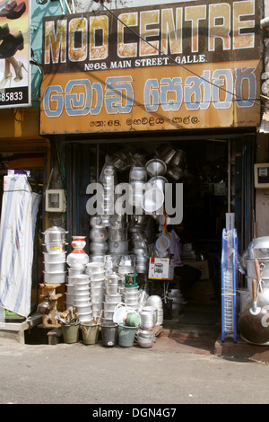 METAL POTS & PANS SHOP GALLE SRI LANKA ASIA 18 March 2013 - Stock Photo