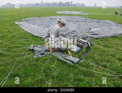 Paratroopers from the 173rd Infantry Brigade Combat Team (Airborne), 1-503rd Battalion, conducted airfield seizure - Stock Photo