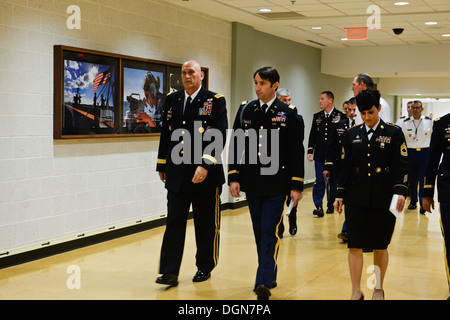 Chief of Staff of the Army Gen. Raymond T. Odierno, Former U.S. Army Capt. William D. Swenson, a Medal of Honor - Stock Photo