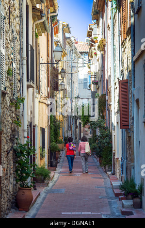 Europe, France, Alpes-Maritimes, Antibes. Typical alley in an old town. - Stock Photo