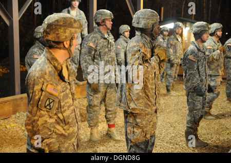 Spartan paratroopers with the 4th Infantry Brigade Combat Team (Airborne), 25th Infantry Division, conduct pre-jump - Stock Photo