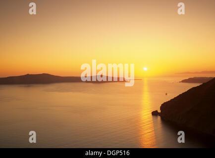 Sunset over the caldera, Santorini, Cyclades, Greece, Europe - Stock Photo