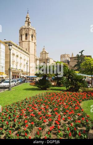 Plaza de Reina square, in the back the cathedral, Valencia, Comunidad Valencia, Spain, Europe - Stock Photo