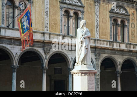 The statue of Dante in Piazza dei Signori square, Verona, Veneto, Italy, Europe - Stock Photo