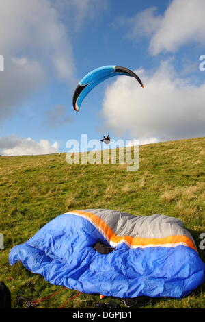 Hope Valley, Derbyshire, UK.  24 Oct. 2013.  Members of Derbyshire Soaring Club take advantage of the autumn sunshine, - Stock Photo