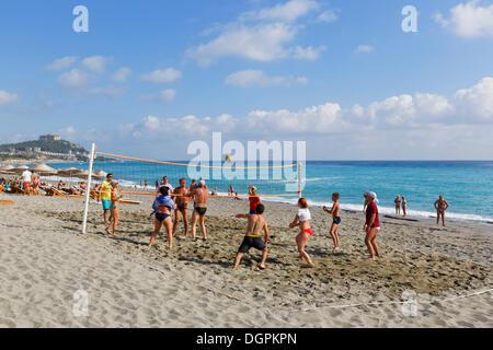 People playing volleyball on Keykobat beach, Mahmutlar, Alanya, Turkish Riviera, Province of Antalya, Mediterranean - Stock Photo