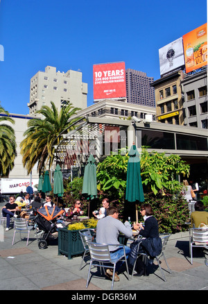 tourists and locals lunch at cafe in Union Square - Stock Photo