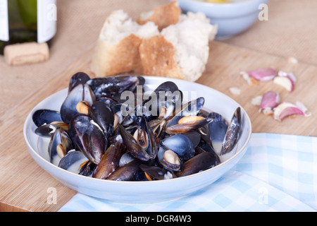 mussels in garlic and butter sauce. - Stock Photo