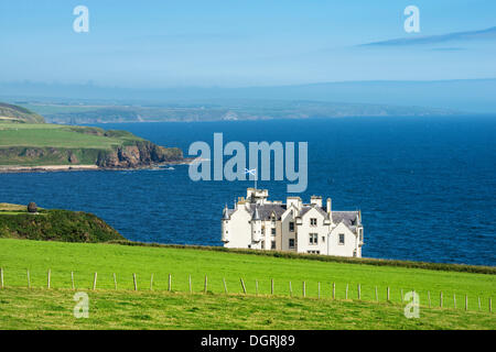 Dunbeath Castle in front of the North Sea, Caithness County, Scotland, United Kingdom, Europe - Stock Photo