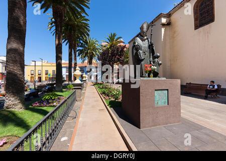 Statue of Pope John Paul II, Plaza de la Conception in the historic old town of San Cristóbal de La Laguna - Stock Photo