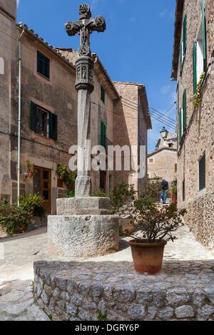 Cross in the historic centre of Valldemossa or Valldemosa, Valldemossa, Serra de Tramuntana, Majorca, Balearic Islands, - Stock Photo