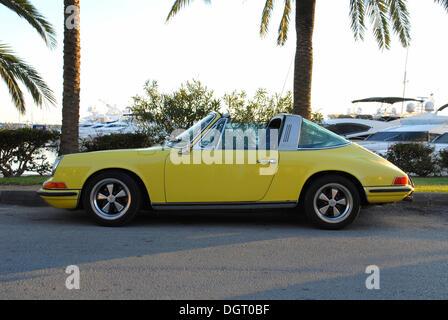 Classic car, Porsche 911 Targa at the marina in Palma de Mallorca, Majorca, Spain, Europe - Stock Photo