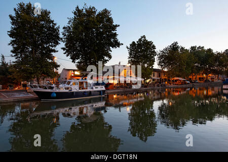 Canal du Midi in Trèbes, restaurants at the harbour, Carcassonne, Languedoc-Roussillon, Aude, France, Europe - Stock Photo