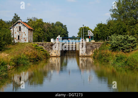 Abandoned lock keeper's house at the now automated lock, Canal des Vosges, formerly Canal de l'Est, Corre, Vesoul, - Stock Photo