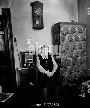 Old woman in her living room, circa 1968, Leipzig, Saxony, GDR, East Germany, Europe - Stock Photo