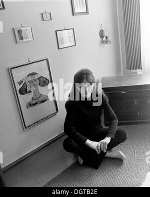 Young woman in her apartment, Leipzig, East Germany, historical photograph around 1974 - Stock Photo