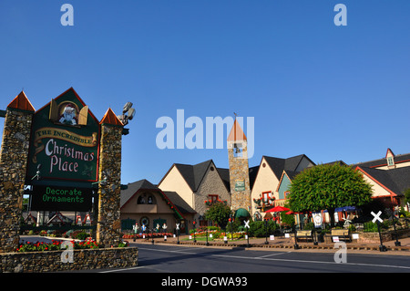 the christmas place shopping village pigeon forge tennessee usa stock photo - Christmas Shop Pigeon Forge